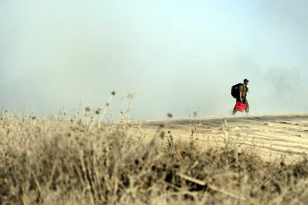 På lördagen meddelar Israel att man inte tänker delta i fredssamtalen i Kairo. Samtidigt drar sig israeliska armén tillbaka från delar av Gaza. Tidigt på söndagsmorgonen uppger den israeliska armén att den försvunne soldaten, Hadar Goldin, dödades under strid. Det är fortfarande inte fastställt hur han dog.