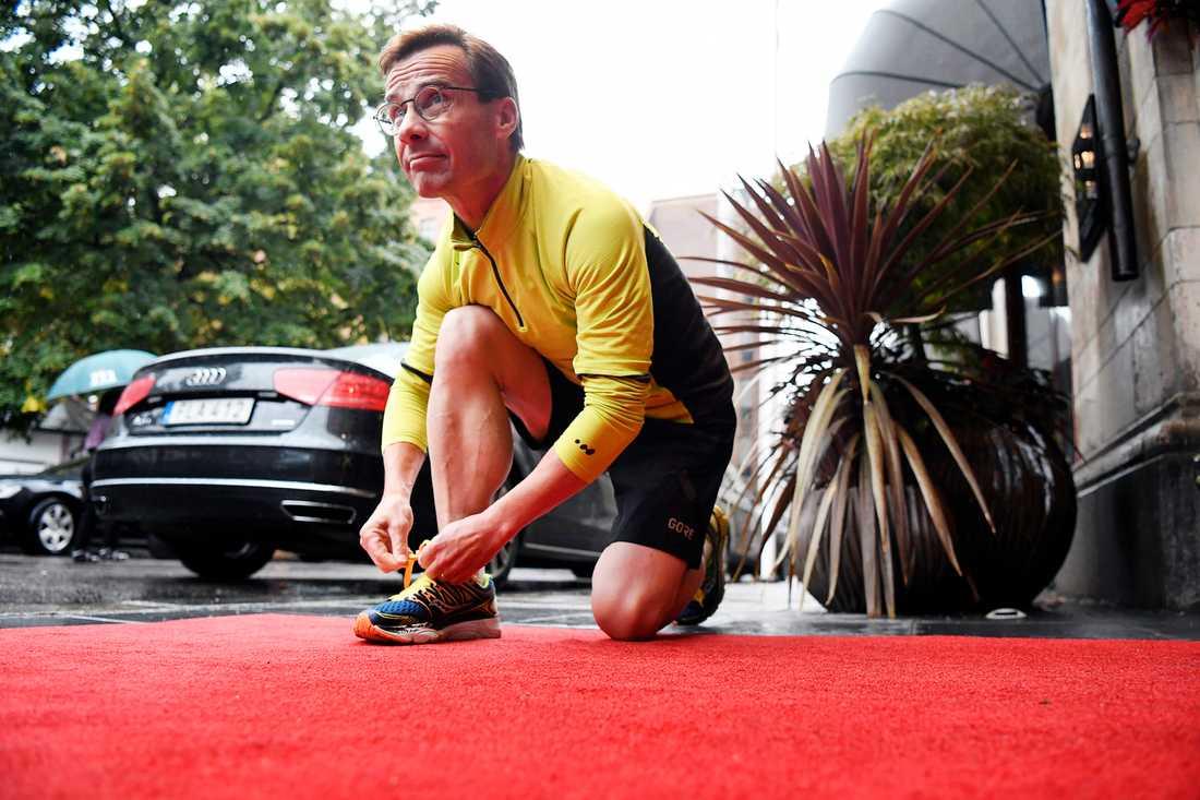 Kristersson hann också med en löptur innan mötet med Stefan Löfven i Norrköping.