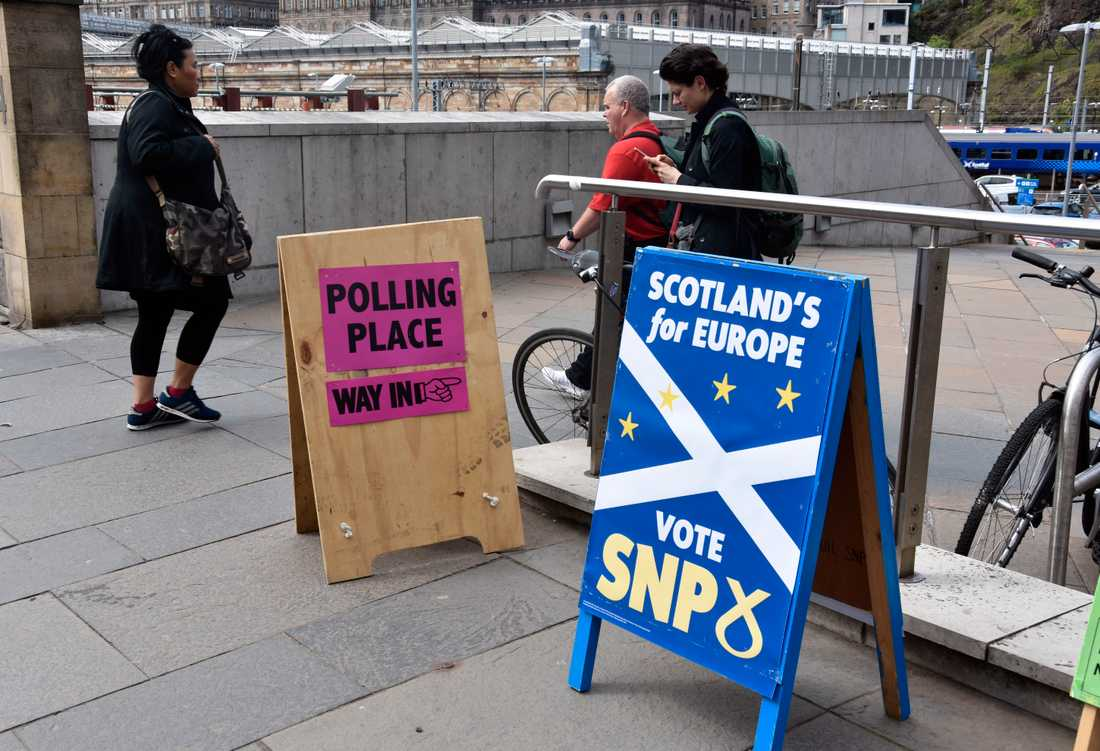 Nationalistpartiet SNP:s valskyltar dominerar i skotska Edinburgh. Här vill merparten av väljarna fortfarande vara kvar i EU.