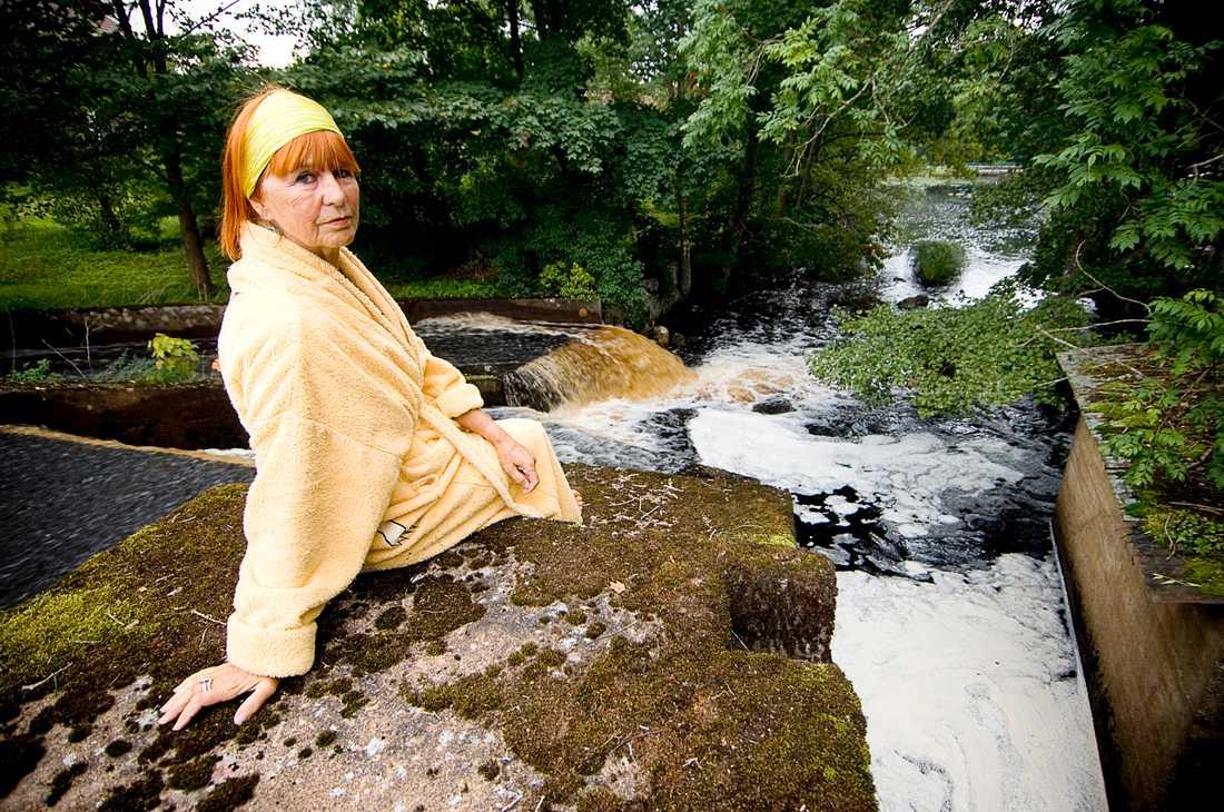 Trots att Ulrica Hydman Valliens son drunknade i Lyckebyån badade hon där dagligen – året runt.
