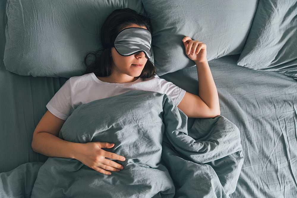 Forskning visar tydliga samband mellan sömnbrist och hjärt- och kärlsjukdomar. Men även att sova för mycket är riskfyllt – något som forskarna inte riktigt kan förklara. Men sambandet är tydligt.