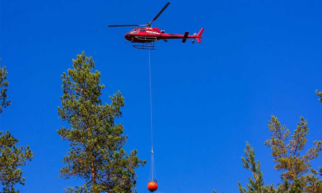 Helikopter över trakterna kring Ljusdal.