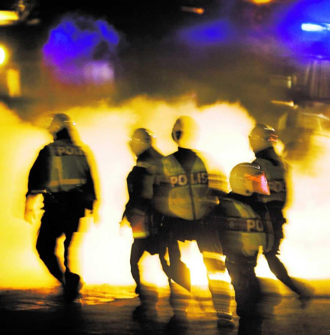 kravaller I december skakades Rosengård av kravaller när ungdomar protesterade mot stängningen av en moské.