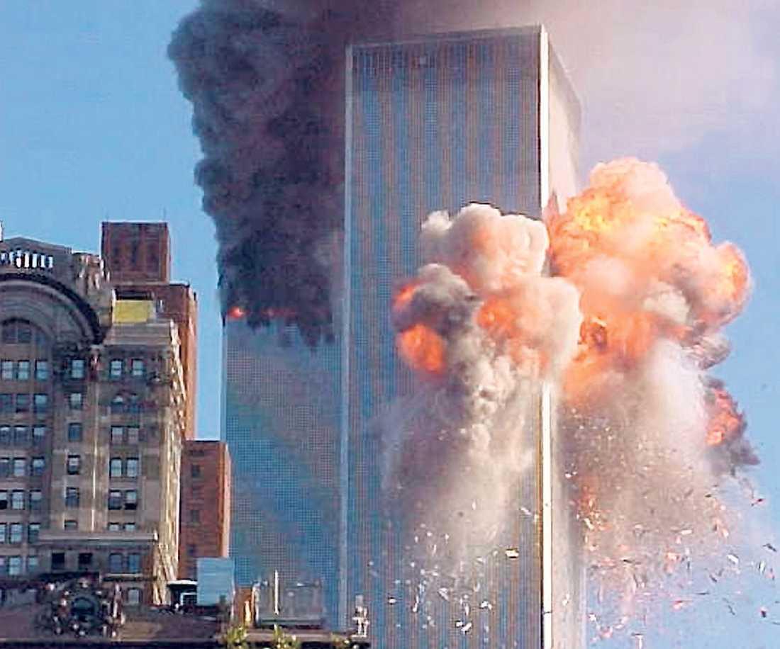 NIO ÅR SEDAN I DAG Attacken mot World Trade Center i New York blev starten för kriget mot terrorismen. Omkring 3?000 människor dog när två kapade passagerarplan kraschades mot tornen.