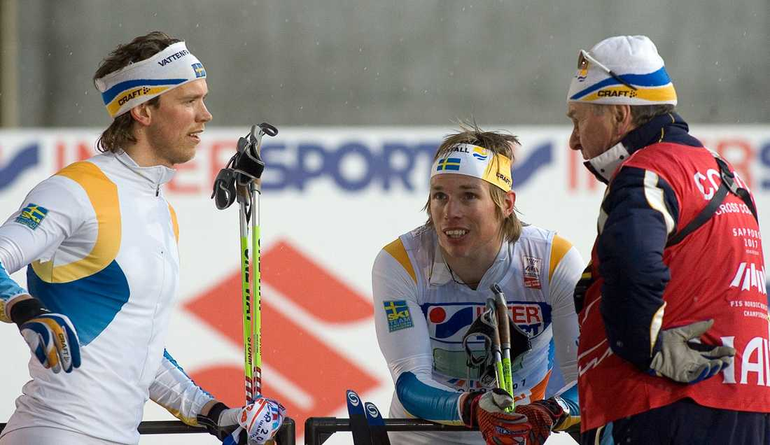 OS-HJÄLTE Peter Larsson, Björn Lind och Inge Bråten under VM 2007. Året innan ledde norske skidlegenden Sverige till tre OS-guld i Turin.