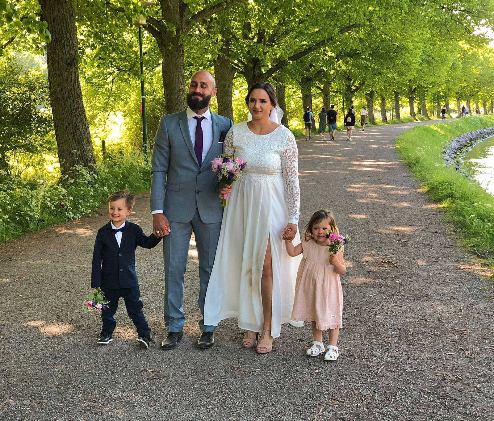 Angeline och Jonathan Le Pinsec med barnen Noa, 4, och Leonie, 3.