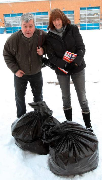 Aftonbladets Kai Rehn och Ebba von Essen på plats i Falköping.