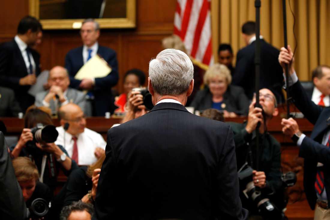 Rysslandsutredaren Robert Mueller anländer för att vittna i USA:s representanthus.