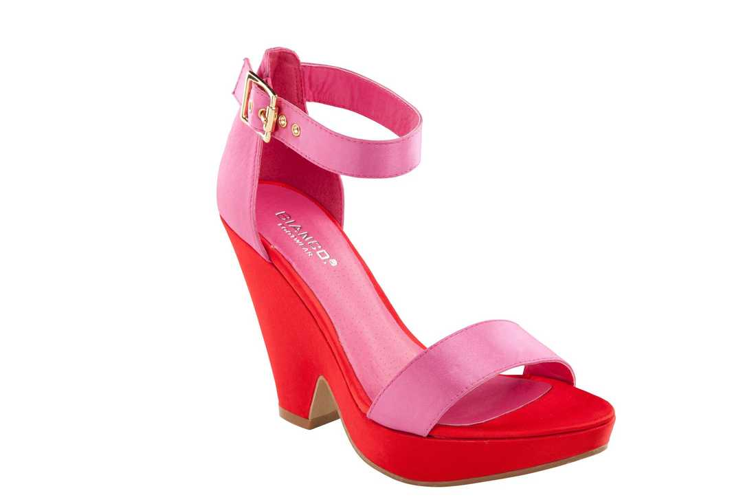 Bianco, 500 kr. Två- eller flerfärgade skor syntes överallt på catwalken inför våren.