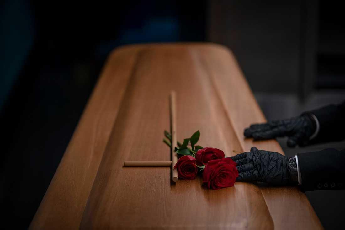 Begravning förbereds efter ett coronadödsfall i Girona i Spanien. Arkivbild.