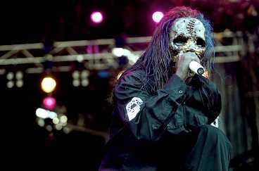 någon saknas Att Slipknots Shawn Crahan har valt att stanna hemma gör hela föreställningen avslagen.