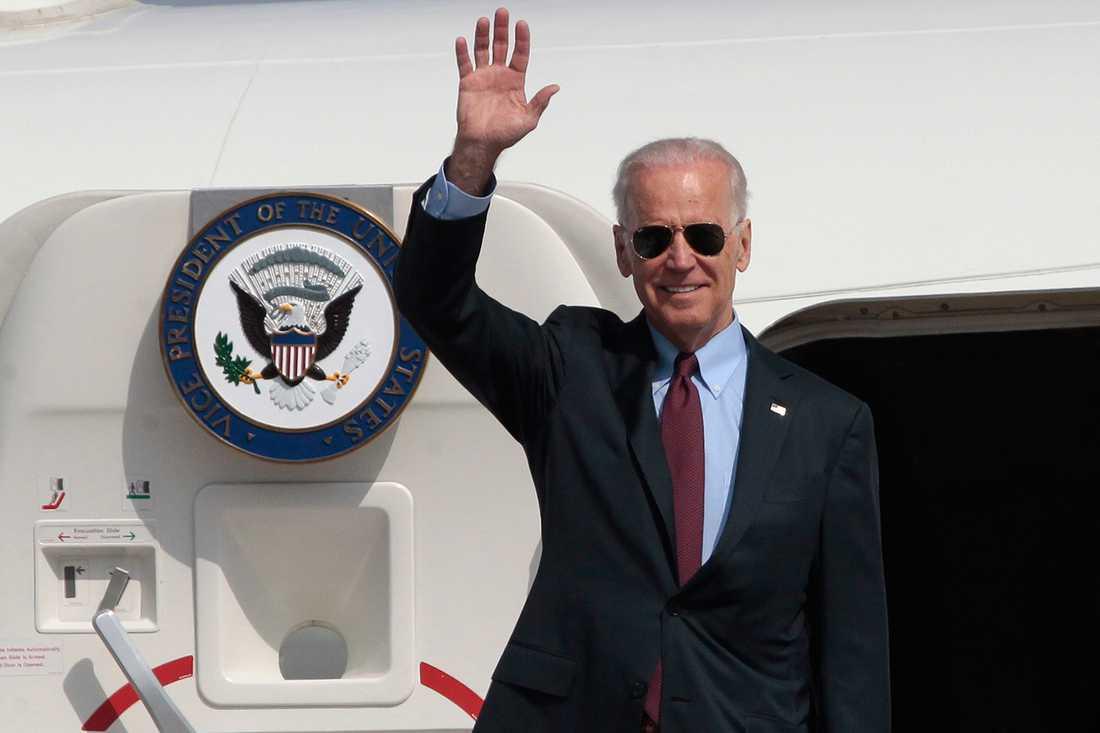 USA:s vicepresident Joe Biden anländer till en flygplats utanför Ukrainas huvudstad Kiev