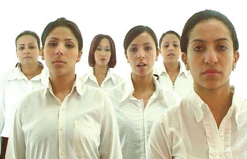 """On sets, refrains and a backdrop"", Hala Elkoussy 2006, dvd-film."