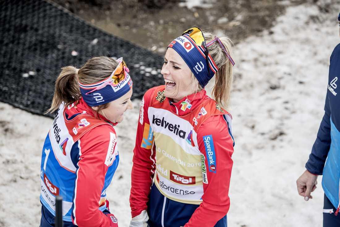 Ingvild Flugstad Östberg och Therese Johaug under skid-VM.