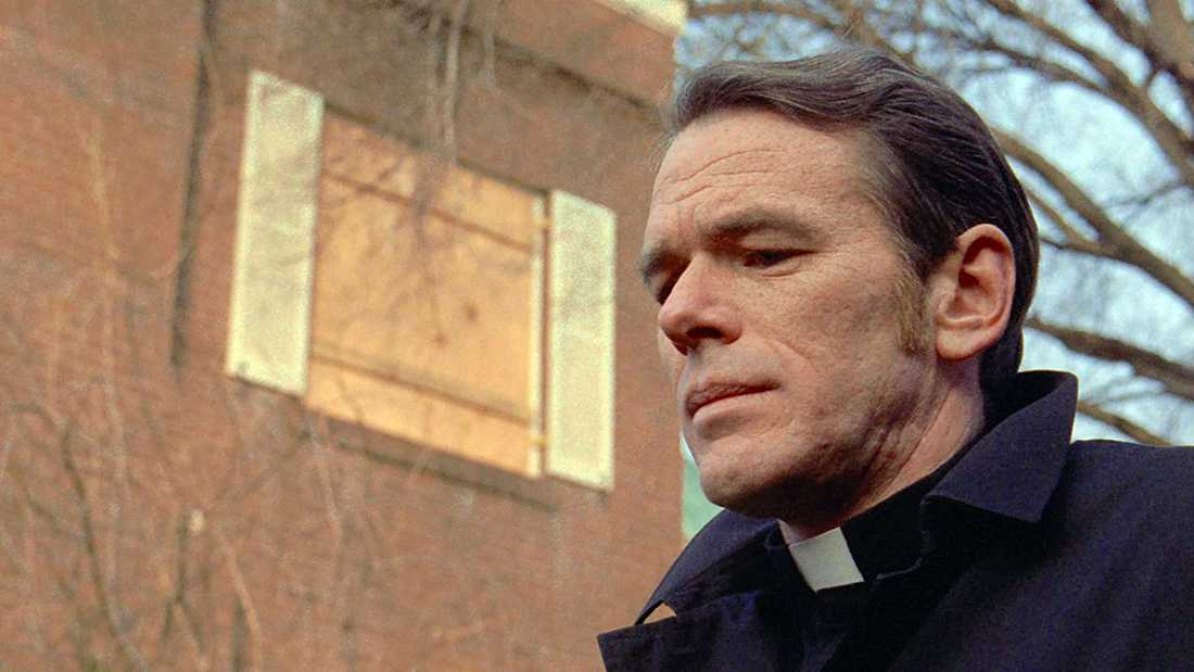 "William O'Malley som Father Dyer i skräckfilmen ""Exorcisten""."