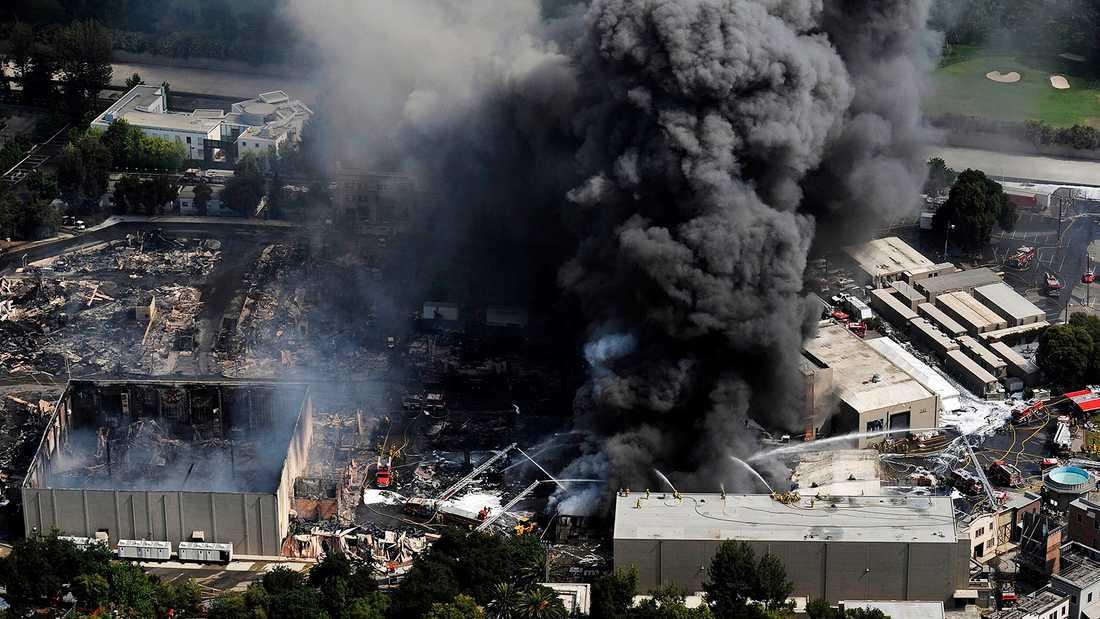 Flygfoto från branden som rasade på Universal Studios 2008.