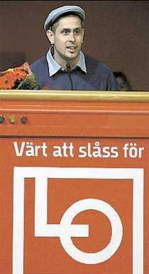 Popstjärnorna Dogge Doggelito och Bo Sundström i Bo Kaspers beundrar Palme.
