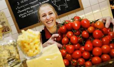 """Redo för nyår. """"Det bästa med catering är att man slipper planera vad man ska äta på nyårsafton"""", säger Sara Malmqvist på Vasastans ost."""