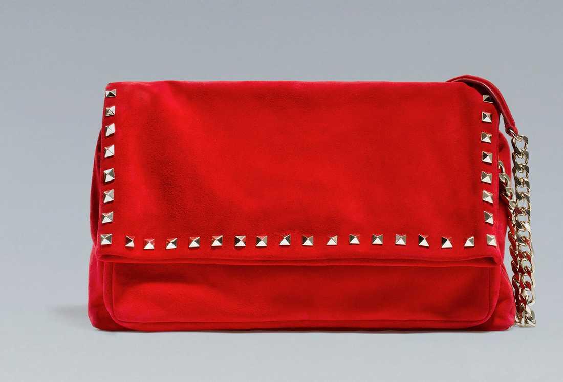 Mockaväska med nitar, 949 kronor, Zara.