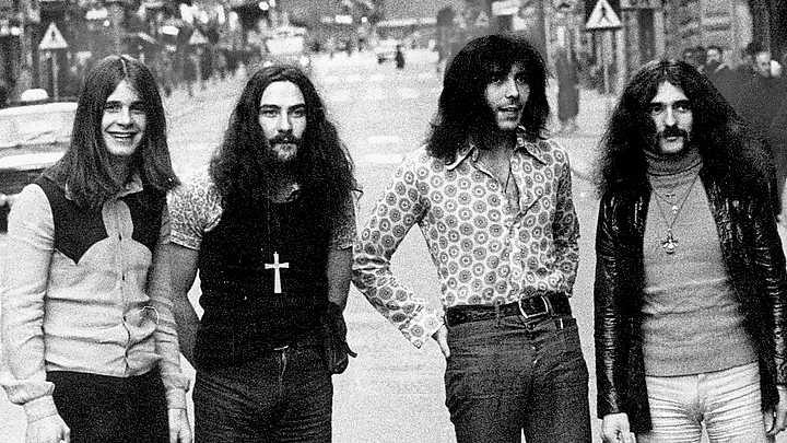 Black Sabbath. Från vänster Ozzy Osbourne, Bill Ward, Tony Iommi och Geezer Butler, fotograferade på Kungsgatan under ett stockholmsbesök 1971. Foto: Tommy Mardell