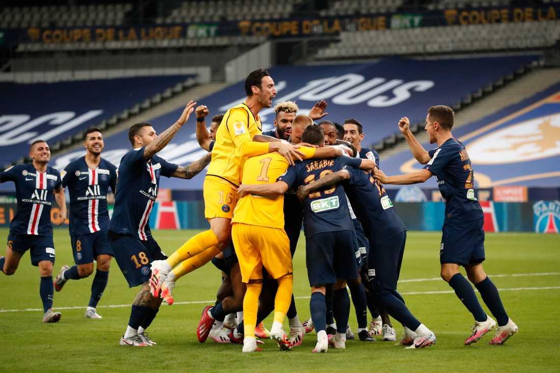 Paris Saint-Germain firar segern i franska ligacupen inför tomma läktare på Stade de France i Saint Denis, norr om Paris.