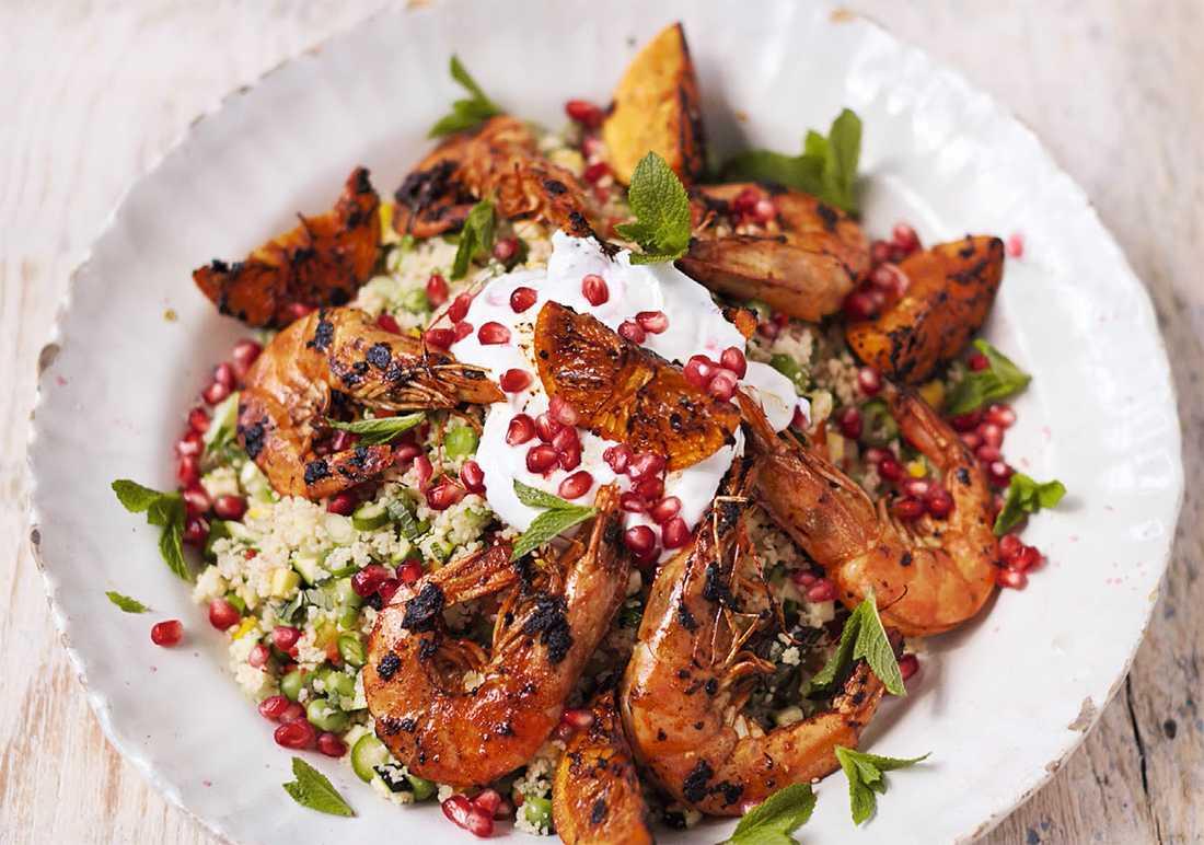 Marockanska räkor med couscous och regnbågssalsa