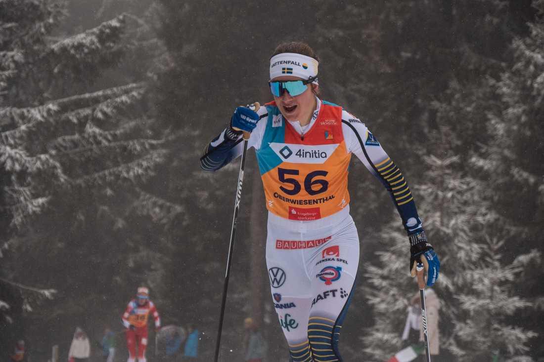 Ebba Andersson gick ut sist i snöfallet.