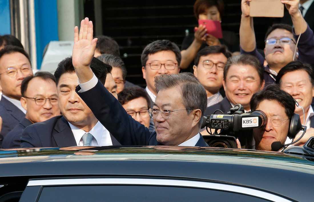 Sydkoreas president Moon Jae-in på väg mot det historiska mötet.
