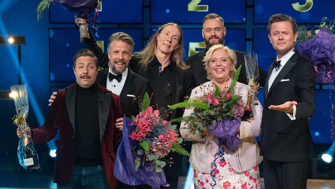 """David Sundin och Suzanne Axell (längst fram) vann finalen i Filip & Fredriks frågesport """"Alla mot alla""""."""