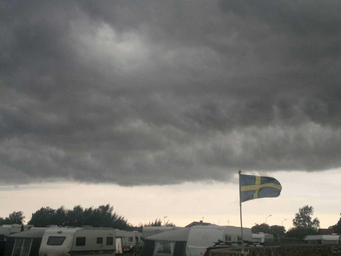 VÄRSTA MOLNEN  Catarina Holmqvist, 51, tog bilden av en typisk svensk sommar på Skrea Camping utanför Falkenberg.