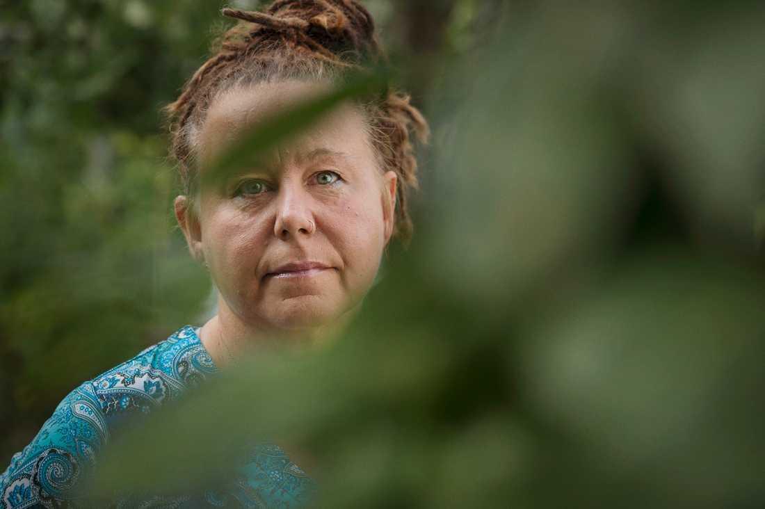 """""""Som anhörig får man ta ett oerhört stort ansvar för sina psykiskt sjuka närstående, eftersom psykiatrin inte fungerar, säger Karin Weiss och efterlyser mer resurser inom öppenpsykiatrin""""."""