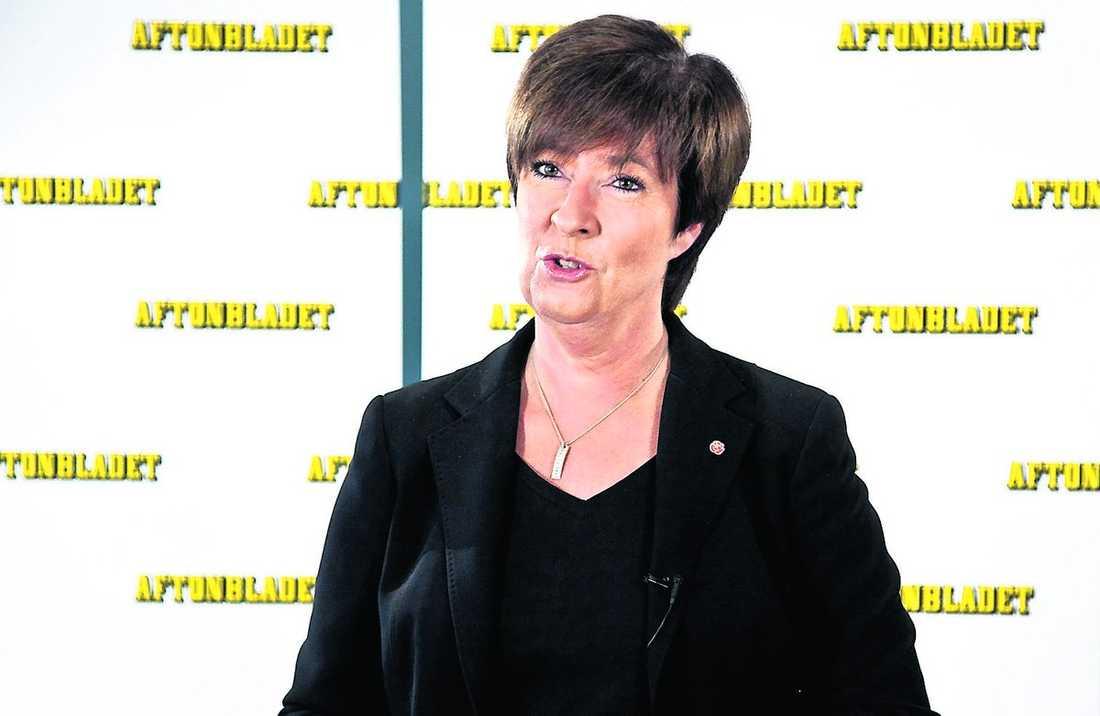 Gav vallöfte När Mona Sahlin svarade på läsarnas frågor på Aftonbladets Livetorget passade hon på att ge ännu ett vallöfte – att ta bort aktivitetsförbudet på arbetsförmedlingen. Hon sa också att hon har många år kvar som partiledare.