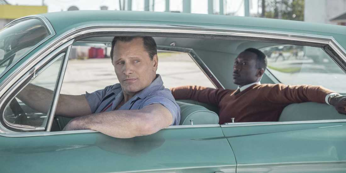 "Viggo Mortensen och Mahershala Ali i ""Green book""."