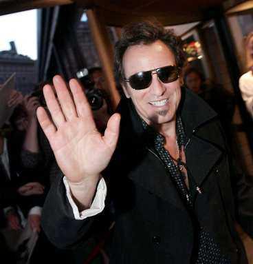 """""""DET VAR UNDERBART"""" Bruce Springsteen lämnar Sverige - men kommer snart tillbaka. Och han var nöjd efter spelningen i går. """"Det var underbart, publiken har varit fantastisk. Det är den alltid när jag är här"""", säger han."""