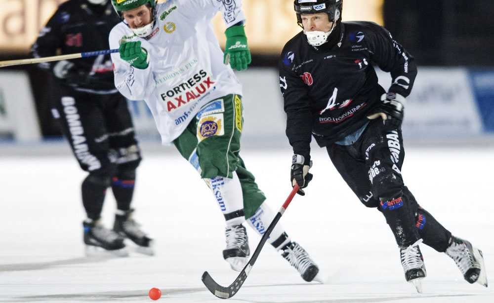 Tillberga Bandys 44-årige tränare Per Fosshaug gör comeback som spelare.