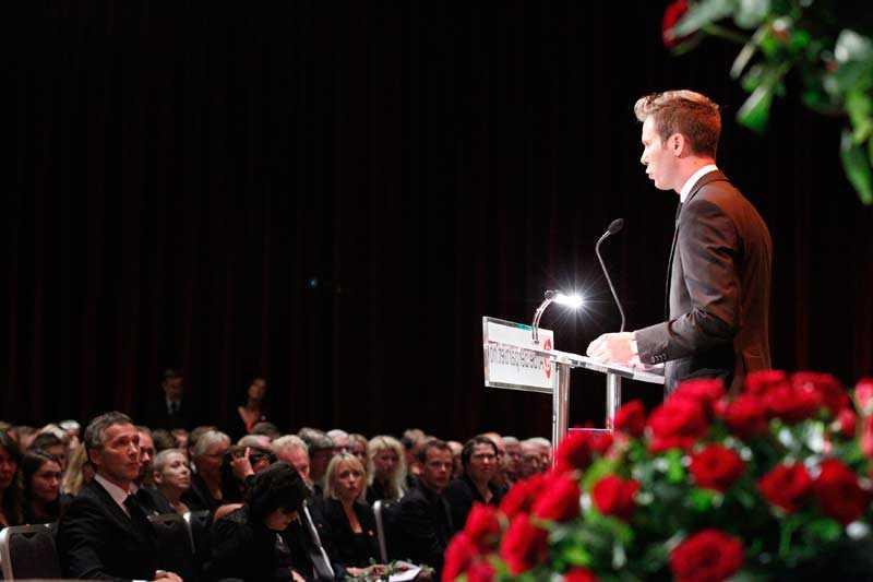 AUF-ledaren Eskil Pedersen höll tal på minnesstunden i Oslo på fredagen.
