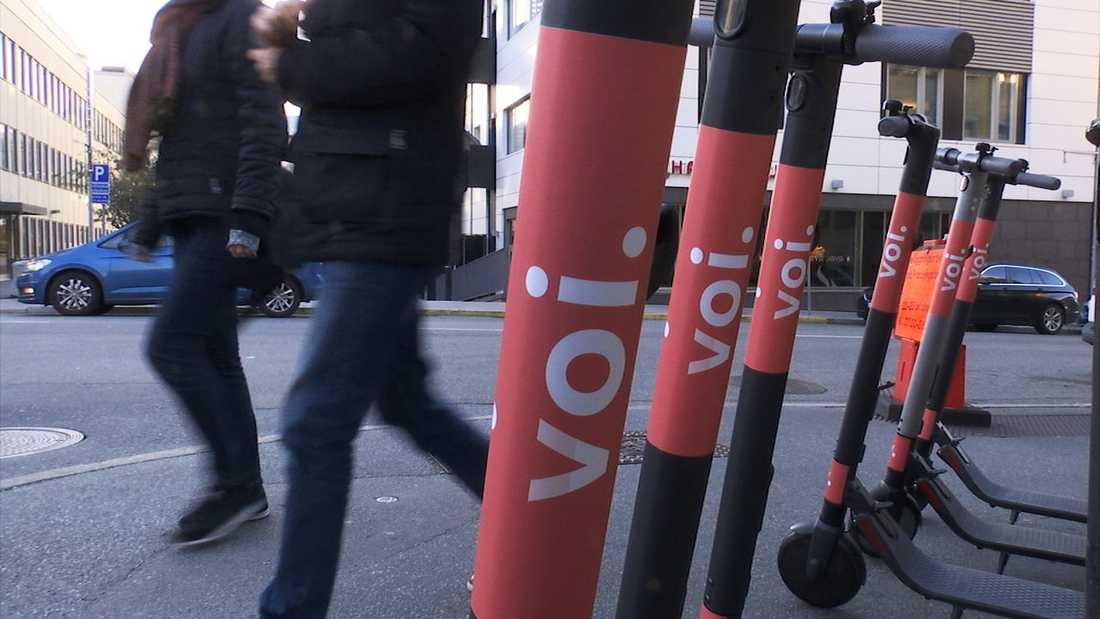 I dagsläget finns några hundra elsparkcyklar utplacerade i Stockholm.
