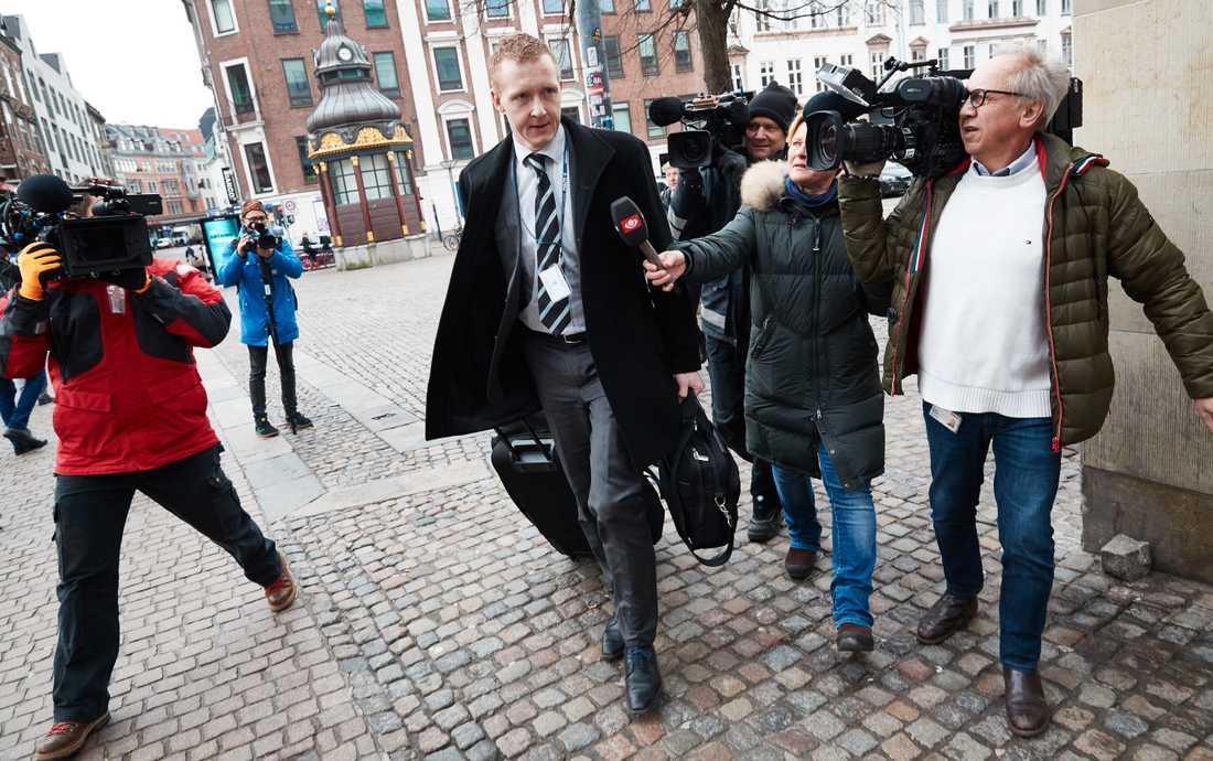 Åklagare Jacob Buch-Jepsen anländer till torsdagens rättegång mot Peter Madsen i Ubåtsfallet där han står åtalad för att ha mördat journalisten Kim Wall.