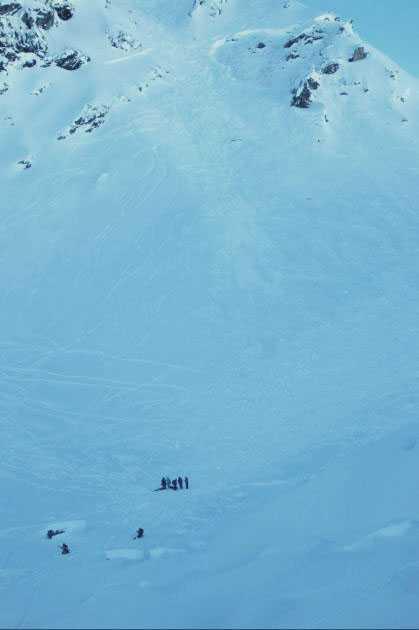 En svensk 23-åring dog i en lavinolycka i Schweiz.