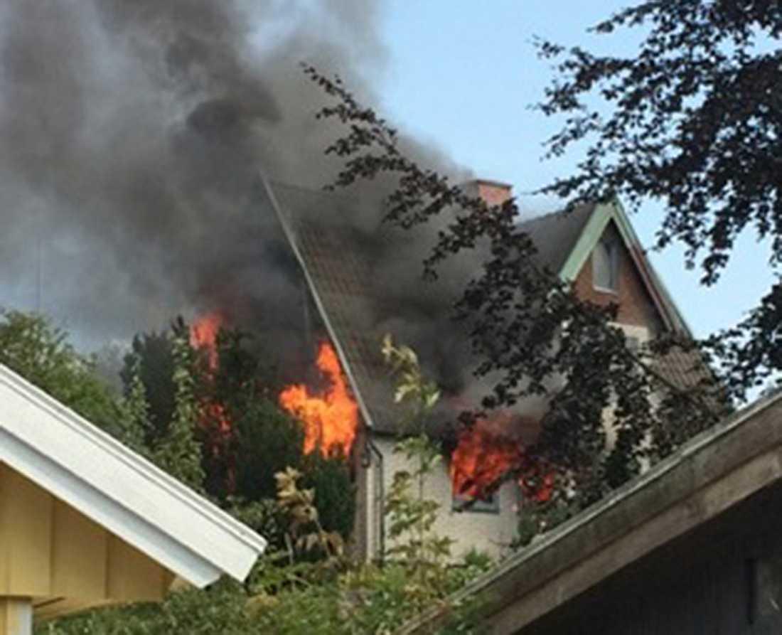 Branden utbröt under söndagen och arbetet med eftersläckning kommer att pågå hela natten.