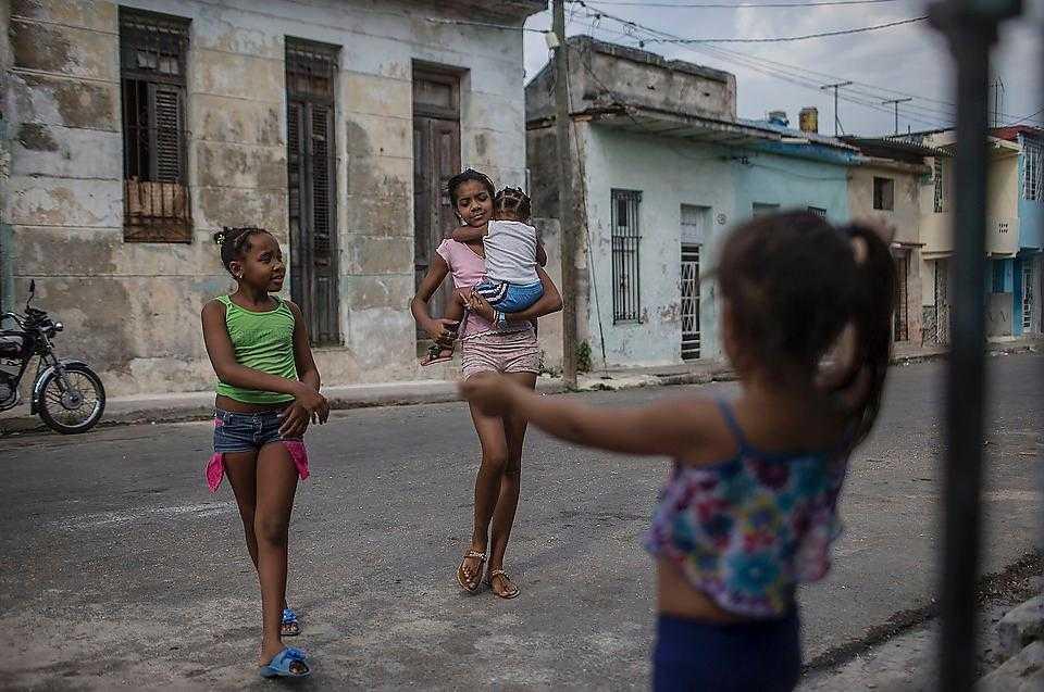 Ingenting i Havannas gatubild skvallrar om dagens unika presidentbesök.