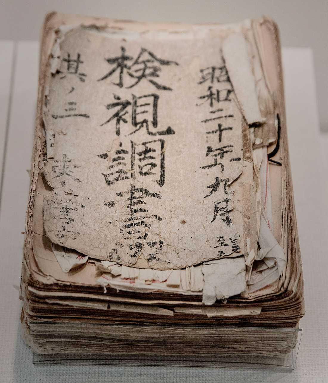 Register med namn och adresser på människor som brändes eller krossades till döds av atombomben. Registren fördes på polisstationen, räddningscenter och kringliggande stadshus.