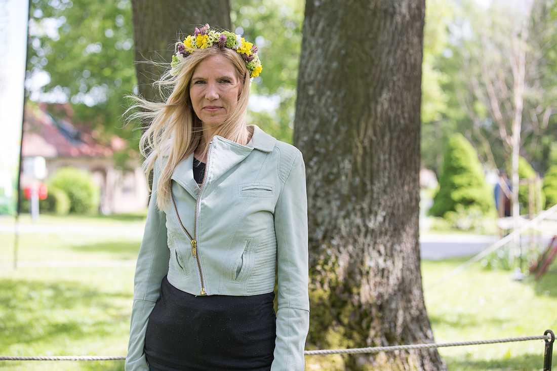 Författaren Liza Marklund sommarpratar om sin väninna Anna Lindh.