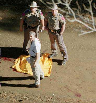 KVARLEVOR HITTADE Kvarlevor från besättningen på rymdfärjan Columbia hittades på marken i Nacogdoches, Texas, i går.