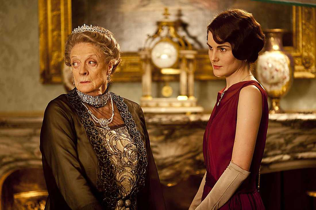 """NÄRMAR SIG SLUTET Maggie Smith som änkegrevinnan av Grantham och Michelle Dockery som lady Mary Crawley i """"Downton Abbey"""". Men snart tar serien farväl."""