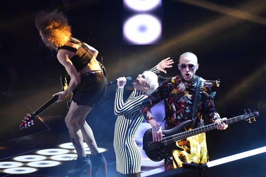 Dismissed på scenen i Melodifestivalen 2017.