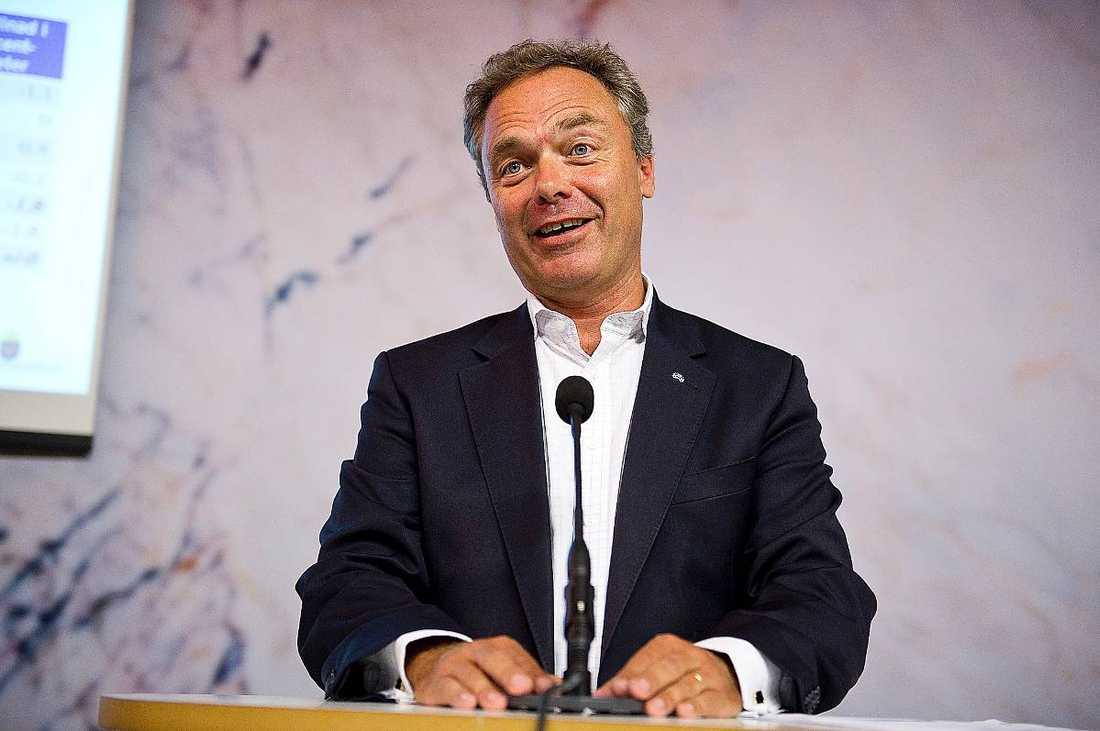 """Jan Björklund. """"Har registrerat ett stängt konto endast för att ingen annan ska utge sig för att vara Björklund. Har inga följare, följer ingen och har aldrig twittrat. Istället hänvisas vi till Folkpartiets Twitterkonto. Underkänt"""""""