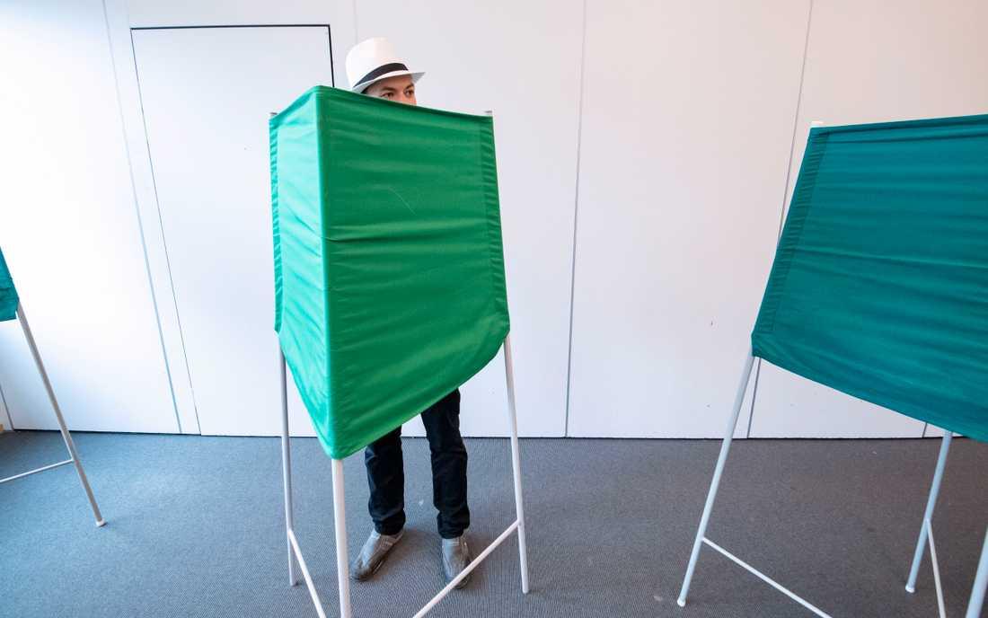 En väljare som röstade i EU-valet i maj. Arkivbild.