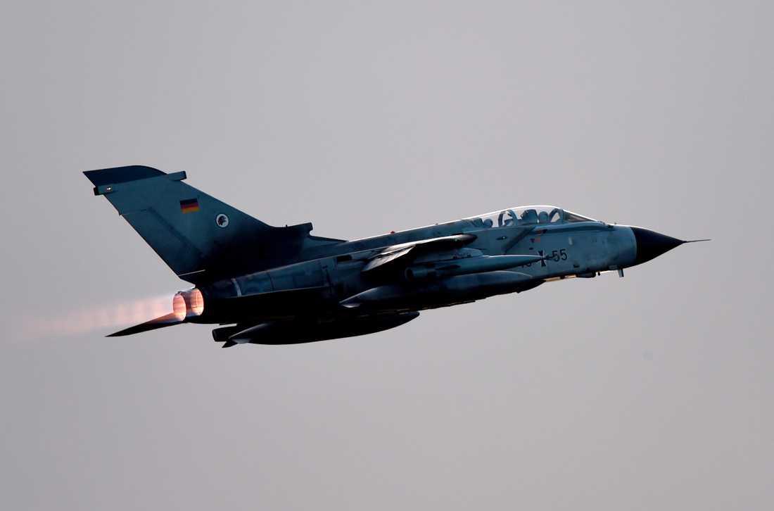 Ett flygplan i det tyska flygvapnet. Tyskland för diskussioner med USA och europeiska allierade om en eventuell militär insats i Syrien. Arkivbild