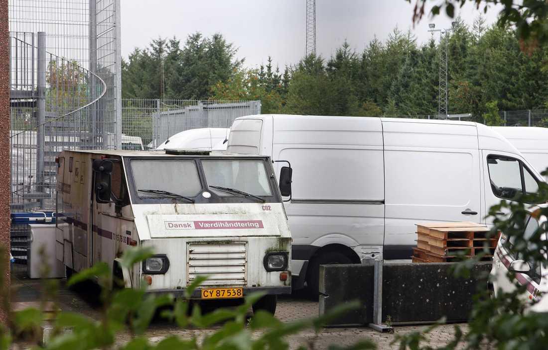 Den avrättade småbarnsmammans sambo dömdes för nio år sedan som delaktig i ett av de största rånen i Danmarks historia.